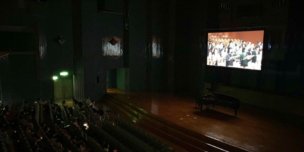 「希望のうた」<つぶてソングの集い 第10回記念> 初演ビデオレター上映の様子、 2021年4月18日 ふくしん夢の音楽堂(福島市)